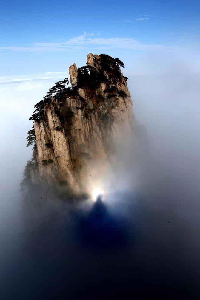 【转】黄山雨后出现罕见佛光奇观瞬息万变 - 龙潭客 - 依山小筑