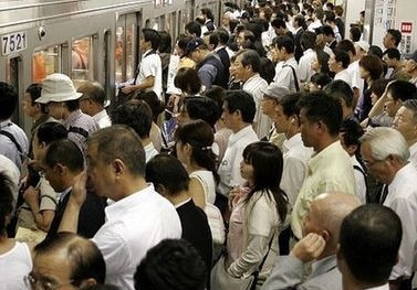 国外挤地铁不输北京 抢座似动作大片 - 双梅 - 张静华