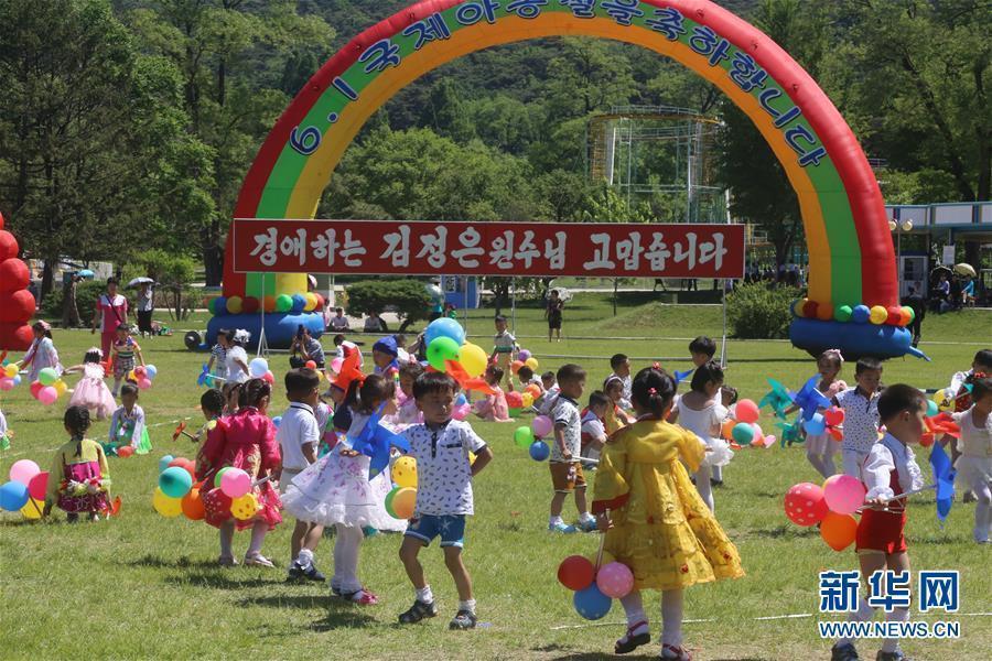 朝鲜儿童欢度六一 游乐园尽情玩耍