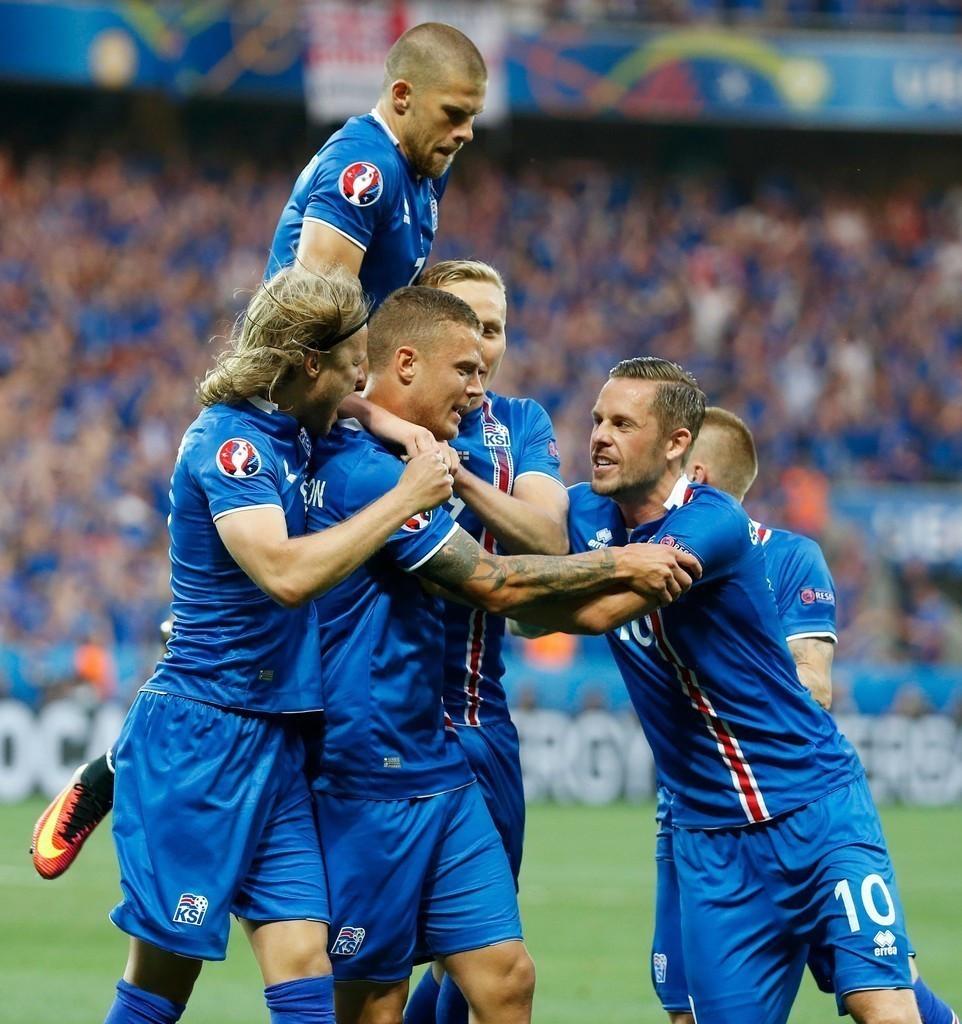 组图-冰岛奇迹继续!2球逆转淘汰英格兰进8强