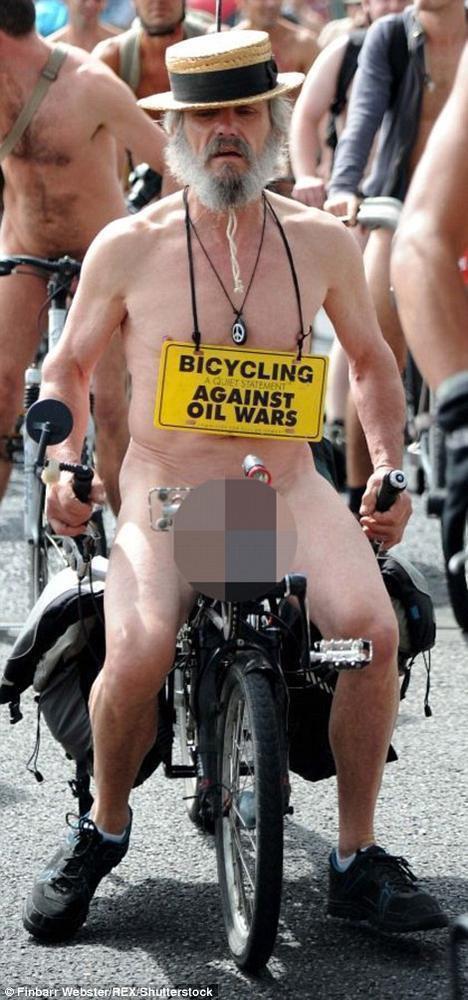 组图-百人裸骑自行车场面壮观 美女背影迷人 - 后老兵 - 雲南铁道兵战友HOU老兵博客;