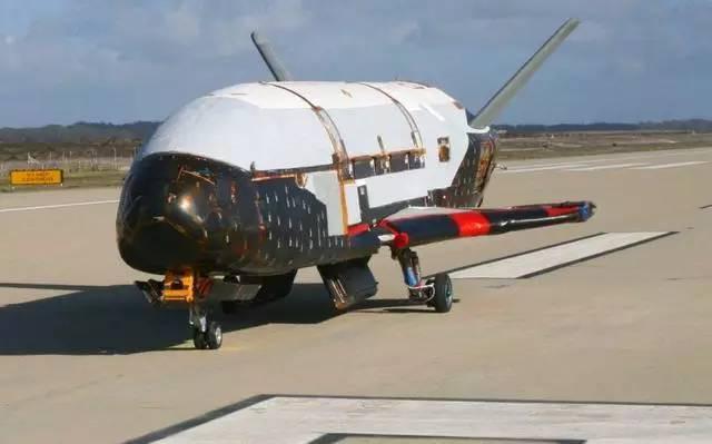 图为美国x-37b空天飞机