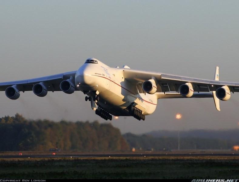【驮航天飞机的运输机:16组起落架32个轮胎】-突袭网