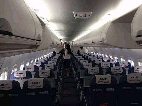 庞巴迪飞机crj900图片