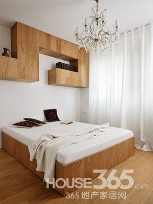 20平米单身公寓装修:大床省去了床背设计