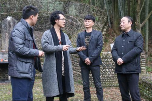 导演田七政和拜谒朱森墓 为捐建朱子书院问祖祈福