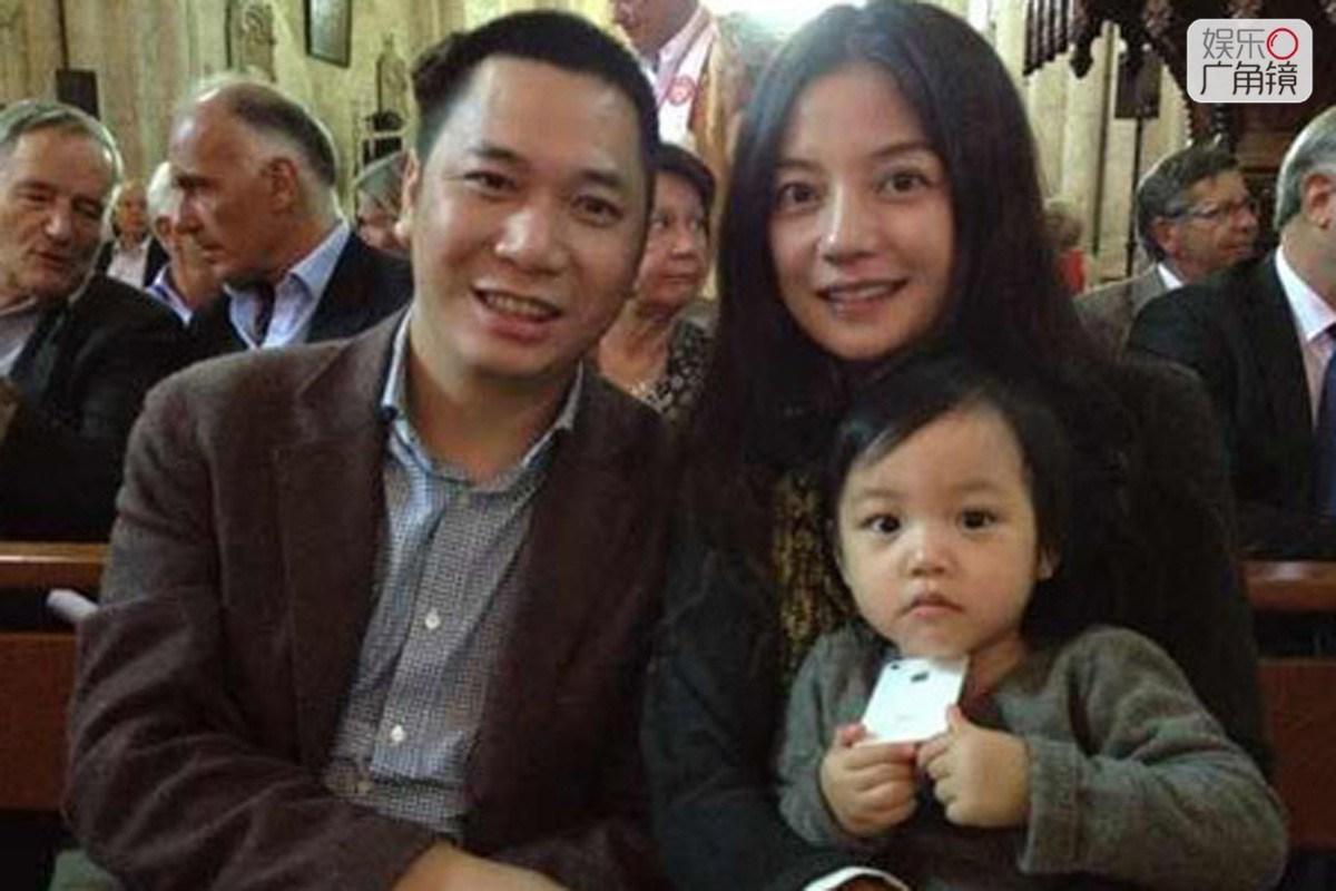 赵薇家庭生活美满幸福,享受天伦之乐.