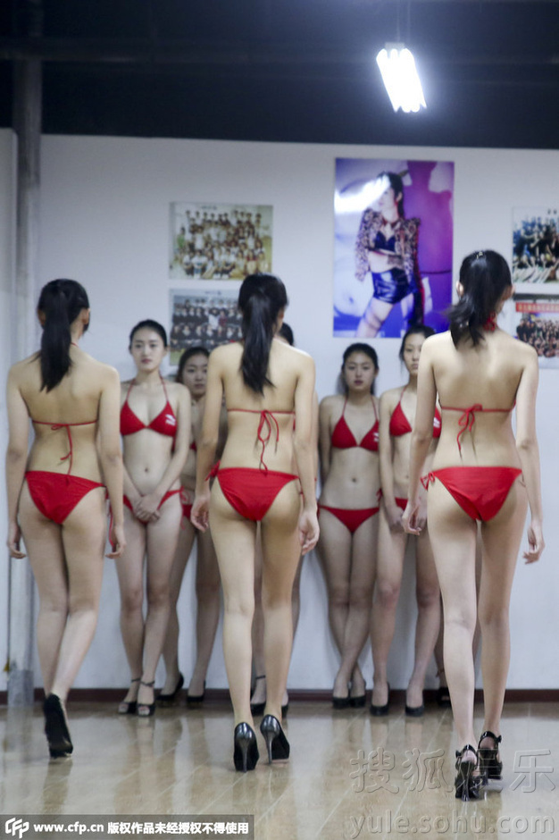 青岛模特专业学生备战艺考