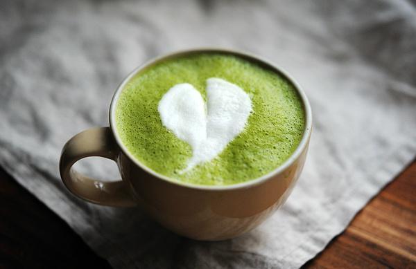 一般在品尝抹茶拿铁时,适合与小点心搭配来食效果最佳.