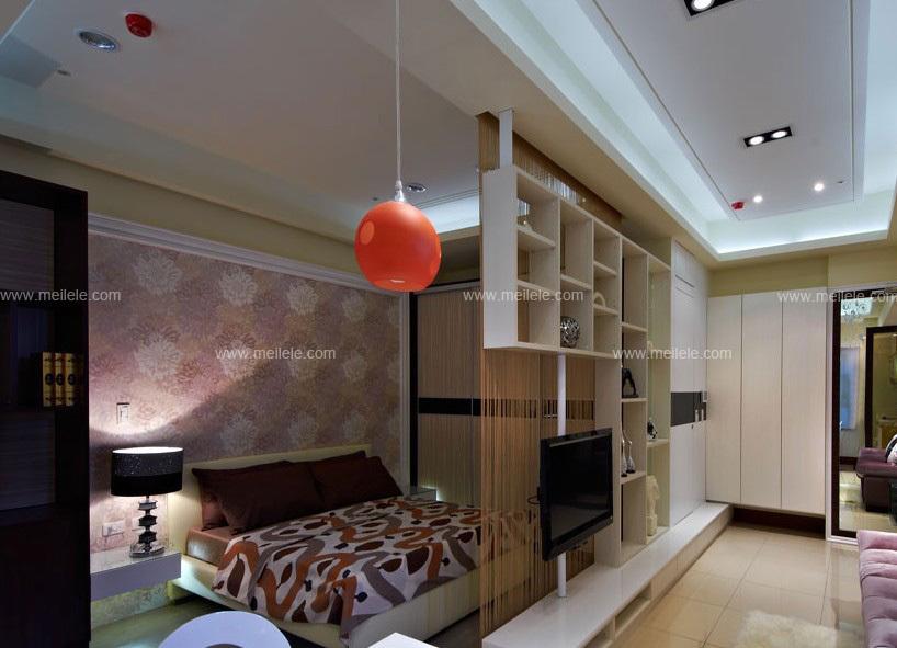 电视背景墙收纳柜作为卧室与客厅之间的隔断,使之让空间获得最佳的机