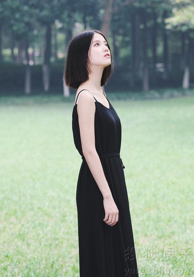 气质型美女蒋蕊泽 街拍演绎可爱休闲风